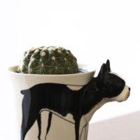 植木鉢を飾る植木鉢カバーの存在の画像
