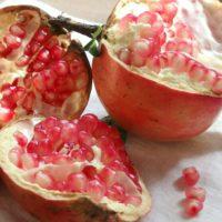 ザクロ(石榴)の実|栄養、効能は?旬の季節やおすすめの食べ方は?の画像