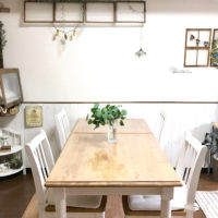植物を置いてキレイをキープ。花やグリーンは整えられた部屋にこそよく似合う。の画像