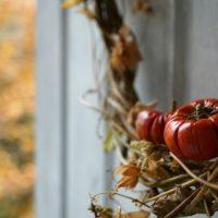 いつものアレンジに秋色をプラス! オモチャカボチャを素敵に変身させてみようの画像