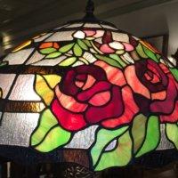 花モチーフのステンドグラスが美しい!あなたのお気に入りは見つかった?の画像