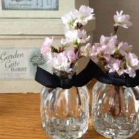 透明感がおしゃれ!ガラスの容器にお花を飾ろうの画像