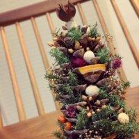 簡単で可愛い松ぼっくりのツリーを作ってみよう!作り方や作品例の画像